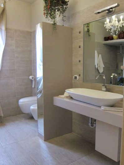Bagno con colonna estraibile arredo bagno falegnameria for Arredo bagno piacenza
