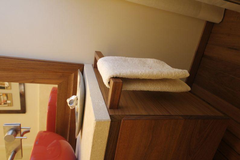 Bagno in legno di teak arredo bagno falegnameria for Arredo bagno piacenza
