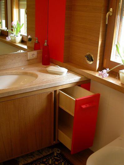 Mobile bagno in rovere arancio e specchio arredo bagno for Arredo bagno piacenza