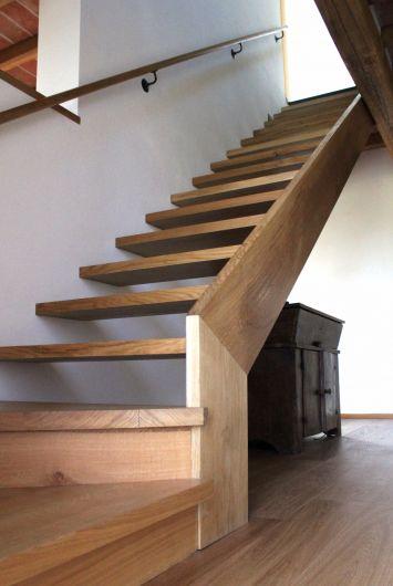 Scala in legno di rovere scale boiserie falegnameria for Scale per librerie in legno