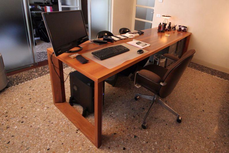 Scrivania studio di architettura tavoli falegnameria for Scrivania per studio