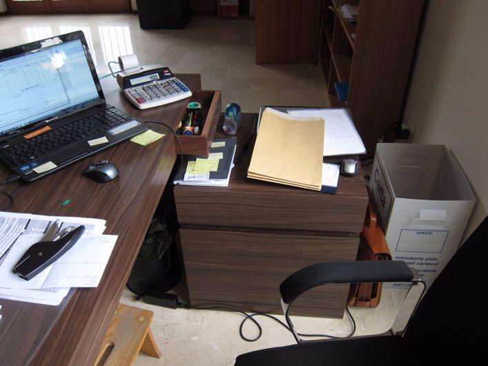 Scrivanie per ufficio in noce canaletto tavoli falegnameria
